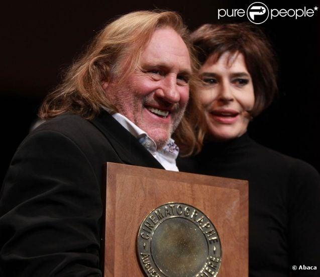 Gérard Depardieu, extrêmement ému : son amie Fanny Ardant lui a remis le Prix Lumière 2011.   L'acteur a été mis à l'honneur par le  Festival Lumière, qui lui a décerné le 8 octobre à Lyon et devant ses  amis du métier le Prix Lumière 2011 pour l'ensemble de son oeuvre.