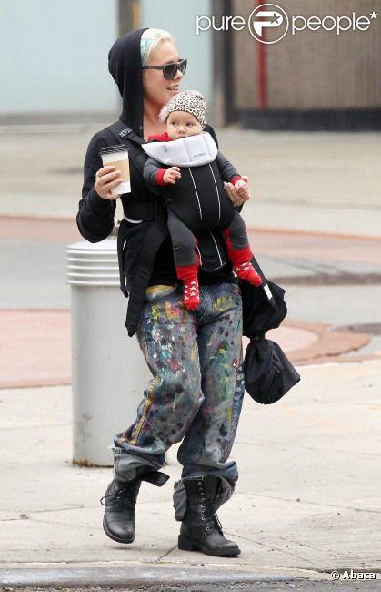 Pink en balade avec sa petit Willow à New York le 13 octobre 2011