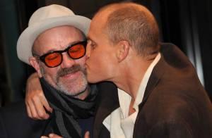 Woody Harrelson, en plein scandale pour Rampart, très câlin avec Michael Stipe