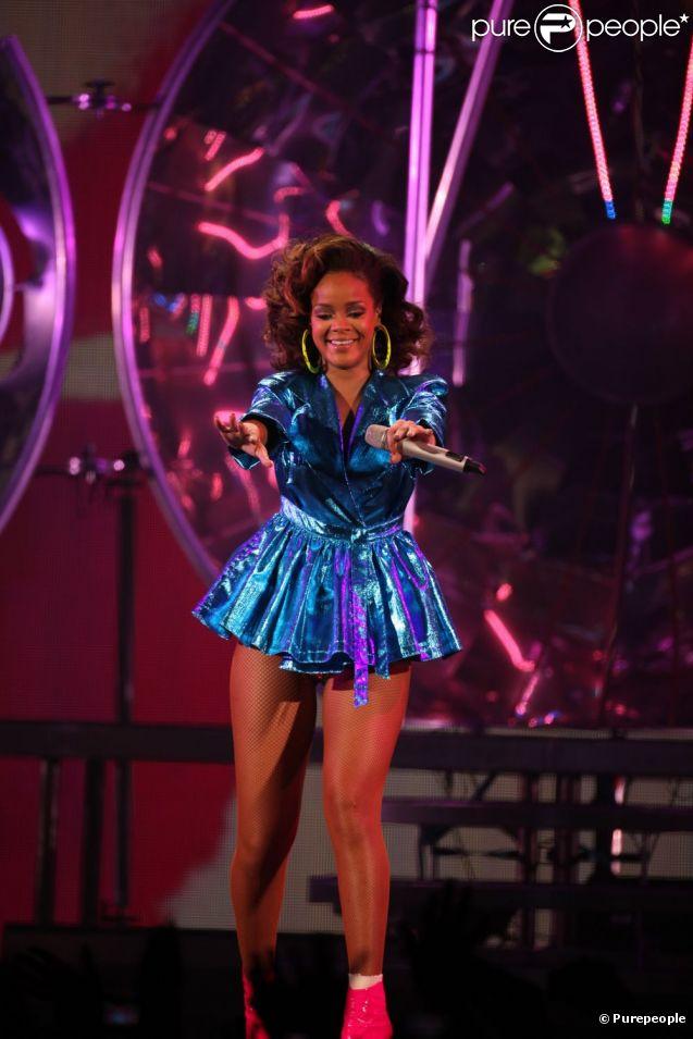 Généreuse avec son public, Rihanna a fait le show à Paris Bercy le 20/10/11