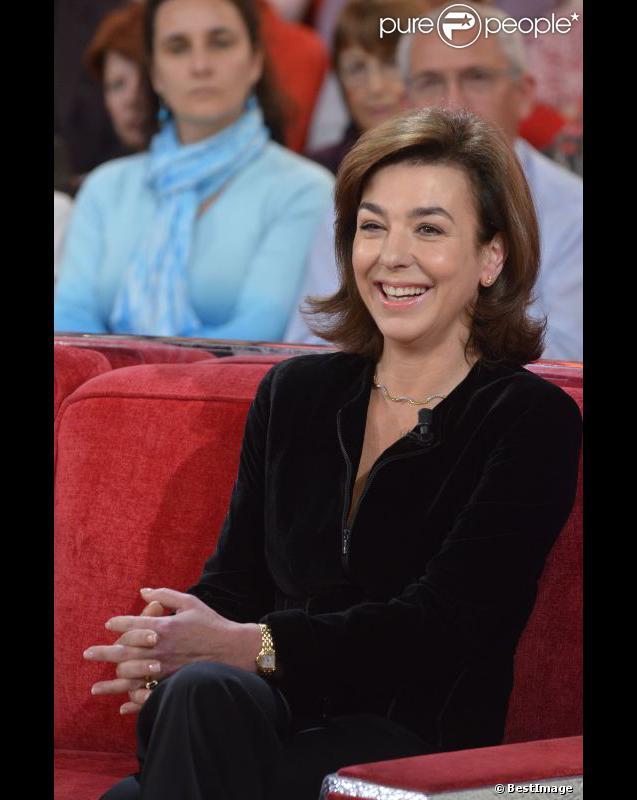 Carole Amiel lors de l'enregistrement de Vivement dimanche à Paris (diffusion le 23 octobre 2011)