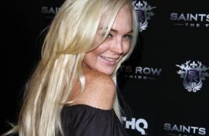 Lindsay Lohan : De retour d'une soirée en nightclub, à genoux devant chez elle !