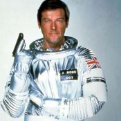 Roger Moore : L'ex-James Bond juge durement Daniel Craig et les autres