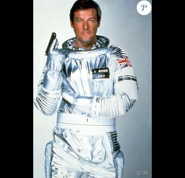 Roger Moore dans Moonraker.