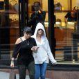 Jennifer Lopez fait du shopping chez Louis Vuitton à Buenos Aires, le 4 novembre 2011