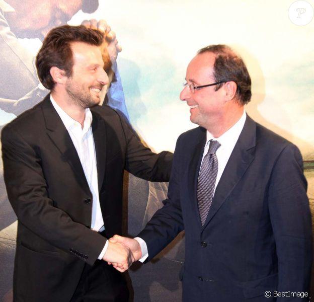 Mathieu Kassovitz et François Hollande à l'avant-première de L'Ordre et la morale, à Paris, le 8 novembre 2011.