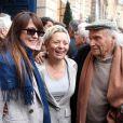 Keren Ann, Catherine Salvatore et Ivry Gitlis lors de la cérémonie dévoilant une plaque en hommage à Henri Salvador à Paris le 9 novembre 2011.