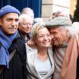 Pascal Légitimus, Catherine Salvatore et Ivry Gitlis lors de la cérémonie dévoilant une plaque en hommage à Henro Salvador à Paris le 9 novembre 2011.