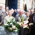 Jean-Pierre Marielle, Catherine Salvatore, Christophe Girard et Pierre Lelouche lors de la cérémonie dévoilant une plaque en hommage à Henro Salvador à Paris le 9 novembre 2011.