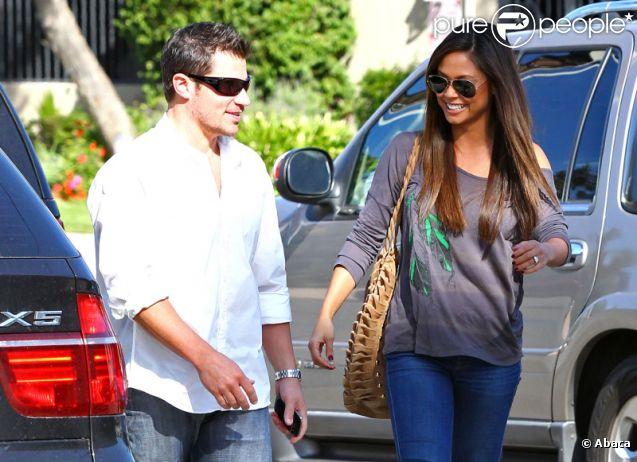 Nick Lachey et Vanessa Minnillo se rendent dans un restaurant pour fêter leurs anniversaires respectifs, le mercredi 9 novembre 2011.