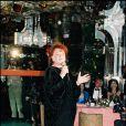 Régine danse dans sa boîte de nuit en 1975.