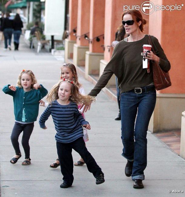 Marcia Cross et ses jumelles Eden et Savannah se baladent à Los Angeles, le 14 novembre 2011