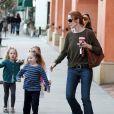 Marcia Cross et ses deux petits monstres Eden et Savannah se baladent à Los Angeles, le 14 novembre 2011