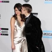 AMA 2011 : Justin Bieber et Selena Gomez, c'est l'amour fou !