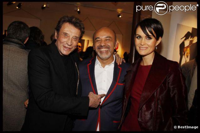 Johnny Hallyday en grande forme, Christian Louboutin et Laeticia lors de la soirée en l'honneur de Christian Louboutin à Paris à la galerie du passage. Le 21 novembre 2011