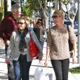 Katherine Heigl et ses parents Nancy et Paul font du shopping à Los Angeles, le 21 novembre 2011