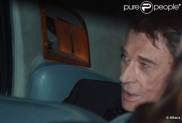 Johnny Hallyday arrive sur le plateau de Champs-Elysées, le mardi 22 novembre 2011 à Paris.