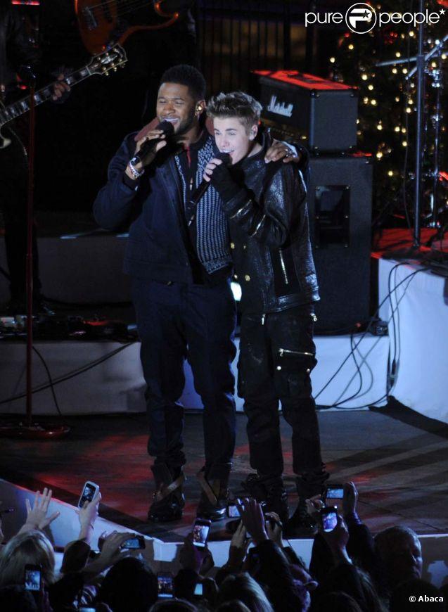 Justin Bieber et Usher durant l'enregistrement de l'émission spéciale Noël au Rockefeller Center, de NBC, le 23 novembre 2011 à New York.