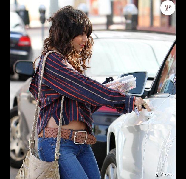 Vanessa Hudgens se rend dans un salon de beauté pour se faire faire une manucure, le vendredi 2 décembre à Los Angeles.