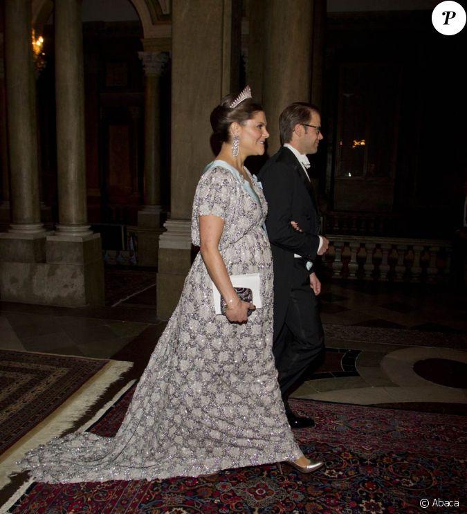 la princesse victoria de su de avec son poux le prince daniel au palais royal de stockholm le. Black Bedroom Furniture Sets. Home Design Ideas