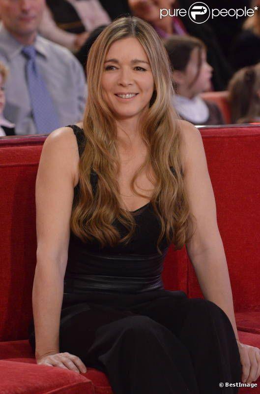 Hélène Rollès le 13 décembre 2011 sur le plateau d'enregistrement de l'émission Vivement Dimanche