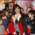 Douchka conte des histoires aux enfants, à la librairie Le Carré d'Encre à Paris, le mercredi 21 décembre 2011.