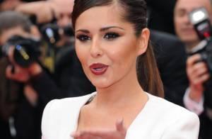 Cheryl Cole, la bouche en coeur, dévoile sa nouvelle création