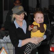 Amy Poehler et son fils Abel de sortie pour remplir une mission