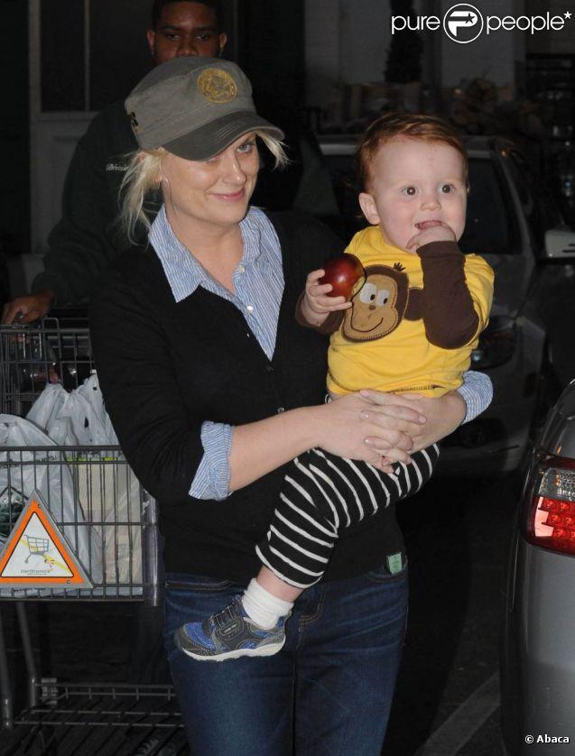 Amy Poehler et son fils Abel à Los Angeles, le 7 janvier 2012.