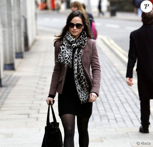 Pippa Middleton arbore un look audacieux pour son retour au bureau. Nous sommes admiratifs ! Londres, le 10 janvier 2012.