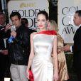 Angelina Jolie en Atelier Versace lors des Golden Globes le 15 janvier 2012 à Beverly Hills