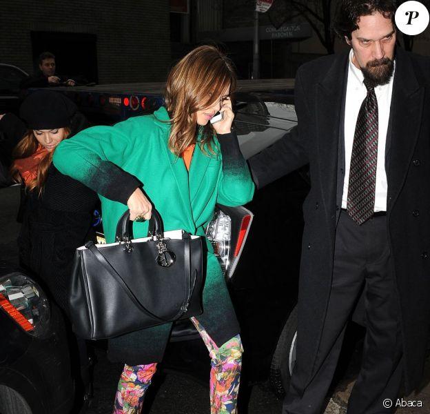 Jessica Alba quitte l'émission Live! with Kelly à New York, le 17 janvier 2012.