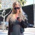 Paris Hilton, inséparable de son Blackberry Bold à Los Angeles, le 18 janvier 2012.
