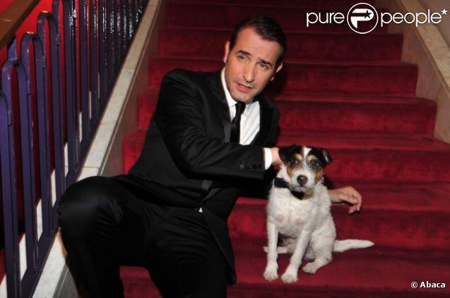 Uggie, le chien de The Artist, et Jean Dujardin, lors de l'avant-première du film à Berlin le 3 janvier 2012