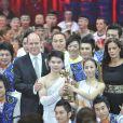 Le prince Albert et la princesse Stéphanie ont posé avec Cai Yong et la troupe d'acrobates du cirque de Shanghai, Clown d'or.   Mardi 24 janvier 2012, au 6e soir du 36e Festival international du cirque de Monte-Carlo, la princesse Stéphanie de Monaco révélait le palmarès et distribuait les prix, avec l'aide de sa fille Pauline Ducruet, de son frère le prince Albert et de sa belle-soeur la princesse Charlene.