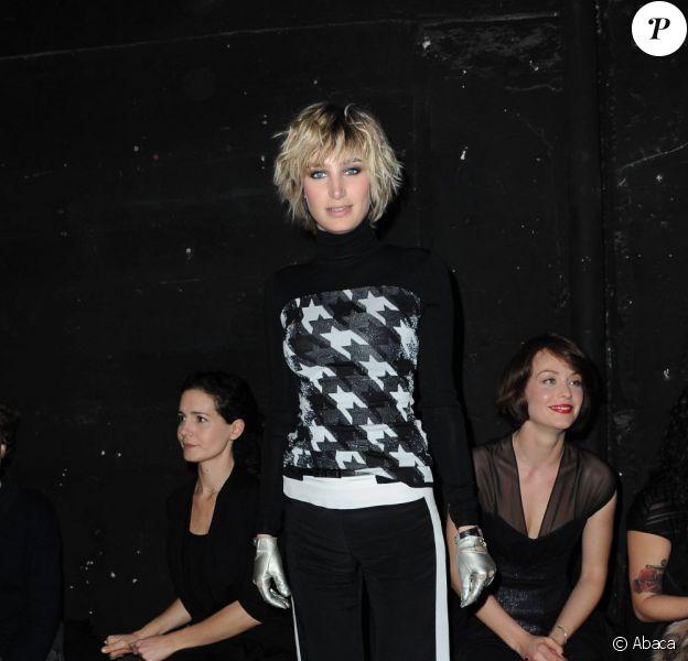 Pauline Lefèvre lors du défilé haute couture de Maxime Simoens à Paris, le 25 janvier 2012.