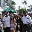 Lisa Rina, son mari Harry Hamlin et leur filles Delilah Belle et Amelia Gray en promenade dans le quartier de Studio City, à Los Angeles, le 29 janvier 2012.
