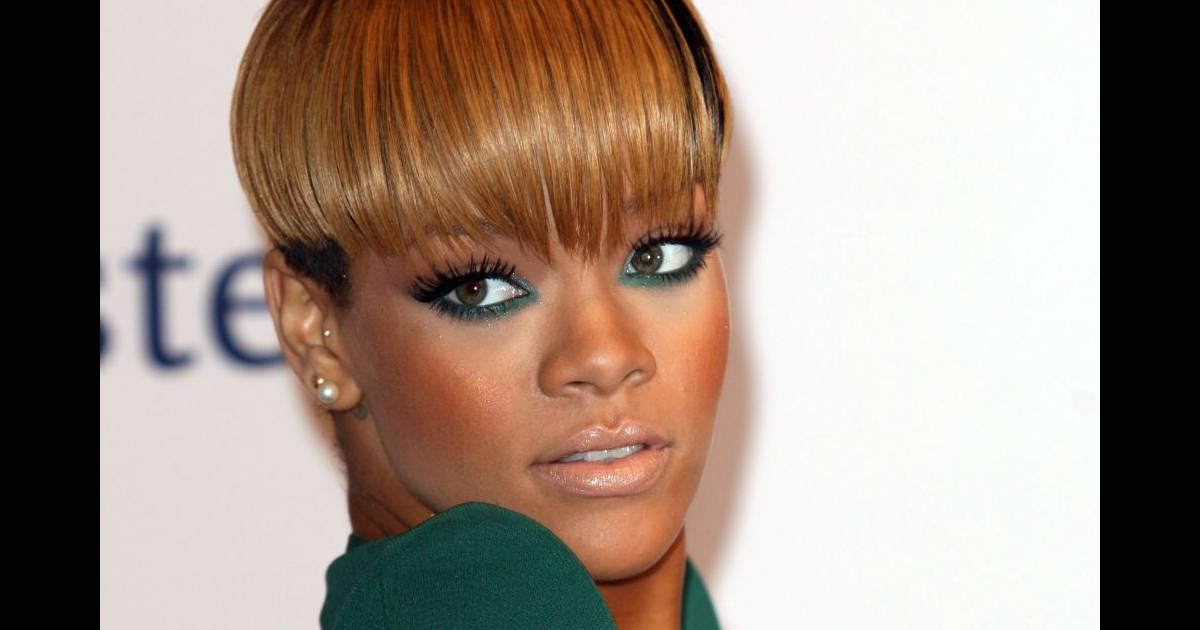 rihanna revisite la coupe au bol pour un effet glamour assur purepeople. Black Bedroom Furniture Sets. Home Design Ideas