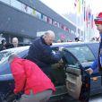 Pendant que son fils et sa belle-fille étaient entre deux avions, le roi Harald suivait tranquillement la Coupe du monde de biathlon, à Oslo (le 4 février 2012).