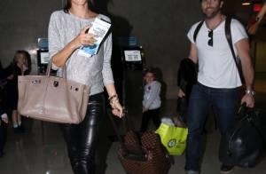 Alessandra Ambrosio, enceinte, fatiguée et souriante avec Jamie et sa fille Anja