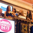 Irina Shayk et ses amies mannequins dans l'enceinte du New York Stock Exchange. New York, le 14 février 2012.