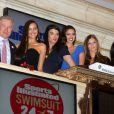 Irina Shayk, Crystal Renn, Michelle Vawer, Nina Agdal et Jessica Gomes dans l'enceinte du NYSE à New York, le 14 février 2012.