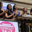 Les cinq déesses de beauté applaudissent après avoir mis fin à la séance du jour. New York, le 14 février 2012.