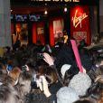 Les One Direction débarquent à Paris et c'est la cohue sur les Champs-Élysées, le 14 février 2012.
