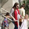 Jennifer Garner très enceinte les 23 et 24 février à Los Angeles avec ses deux fillettes.