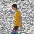 Justin Bieber sur une plage de Malibu, le vendredi 17 février 2012.