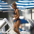 Karrueche Tran : la petite amie de Chris Brown sur une plage de Miami avec des amis le 17 février 2012