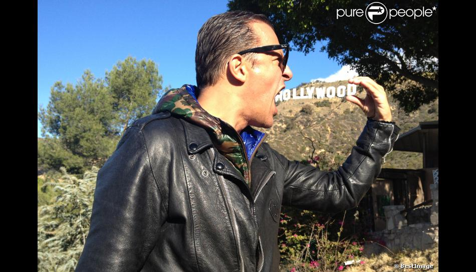 lettre hollywood Jean Roch à Los Angeles devant les célèbres lettres Hollywood le  lettre hollywood