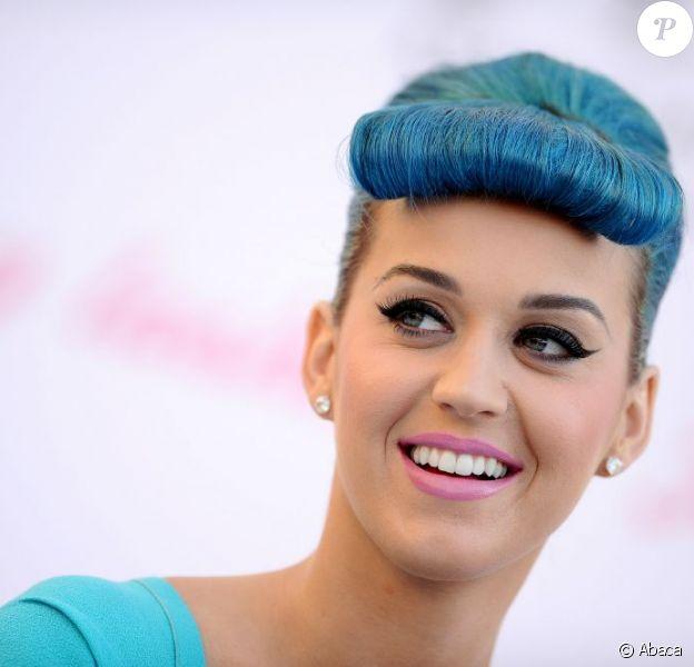 Katy Perry en Californie a lancé sa ligne de faux-cils le 22 février 2012