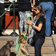 Alessandra Ambrosio en famille dans les rues de Santa Monica le 23 février 2012